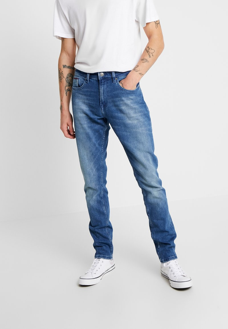 Tommy Jeans - SLIM TAPERED STEVE BEMB - Jeansy Slim Fit - berry mid blue