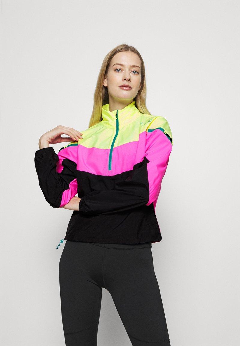 Puma - TRAIN FIRST MILE XTREME JACKET - Trainingsvest - fizzy yellow/luminous pink /black