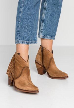 SUVA - Ankle boot - cognac