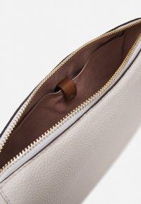 kate spade new york - MEDIUM CROSSBODY - Across body bag - parchment - 5