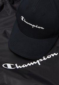 Champion - GIFTSET GYMBAG + CAP SET - Urheilulaukku - black - 2