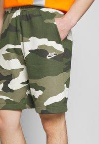 Nike Sportswear - CLUB  - Shorts - medium olive - 4