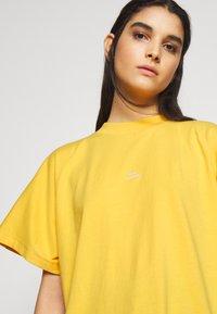 Won Hundred - BROOKLYN EXCLUSIVE - Print T-shirt - yolk yellow - 4