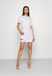 Glamorous - MAYA HIGH-WAISTED SKIRT WITH FRONT SIDE SPLITS - Mini skirt - lilac - 1