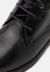 Timberland - OAKROCK WP CHUKKA - Lace-up ankle boots - black - 5