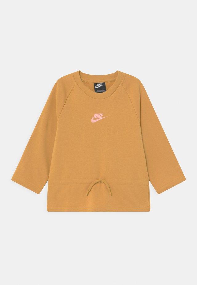 Sweatshirt - bucktan/arctic punch