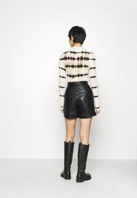 Deadwood - SUZY - Shorts - black - 2