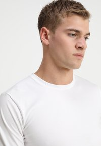 Only & Sons - ONSBASIC SLIM TEE - Langærmede T-shirts - white - 4