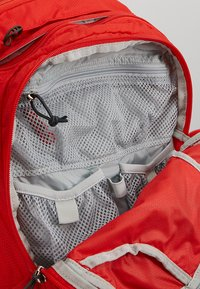 Osprey - SYNCRO 12 - Tursekk - firebelly red - 4