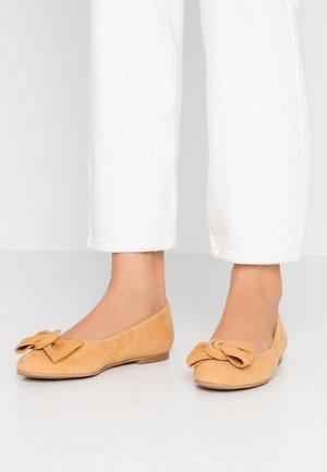 WIDE FIT CARLA - Ballet pumps - aroine