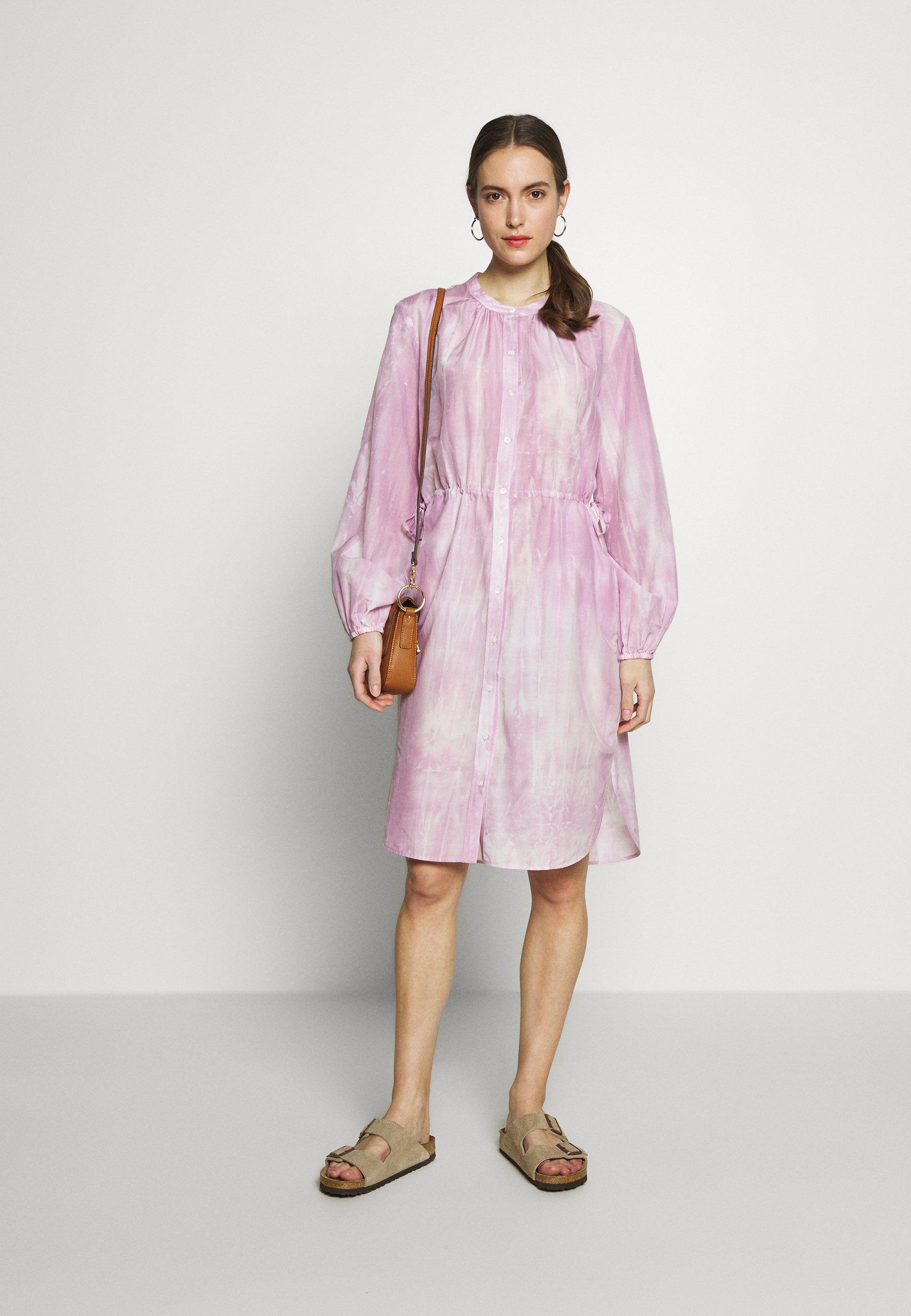 Marc O'Polo DRESS STYLE DRAWSTRING ROUND HEMLIINE TIE DYE - Shirt dress - blurred berry