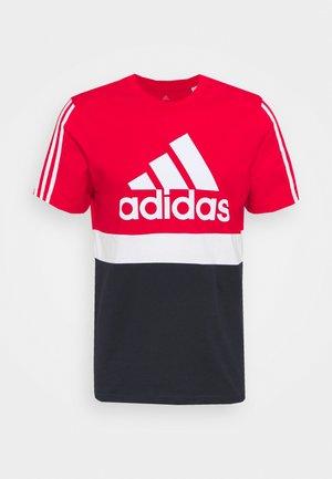 COLORBLOCK ESSENTIALS SPORTS - Camiseta estampada - scarlet/white