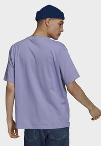adidas Originals - PREMIUM TEE UNISEX - T-shirts basic - light purple - 2