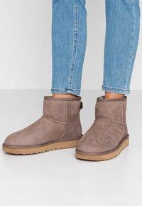 UGG - CLASSIC MINI II - Classic ankle boots - mole - 0