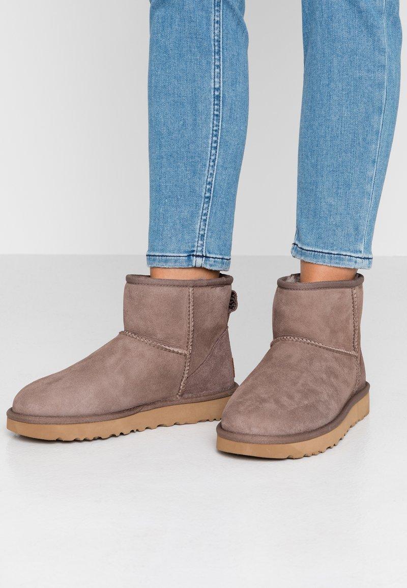 UGG - CLASSIC MINI II - Classic ankle boots - mole