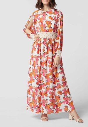 MIT FLORALEM MUSTER - Maxi dress - orange
