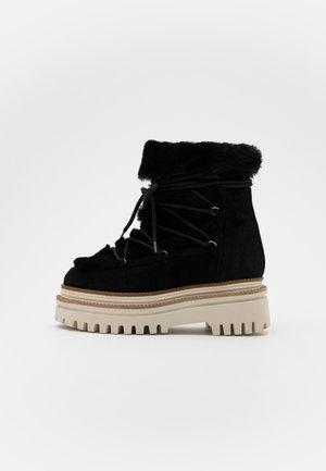 NAZARE - Kotníkové boty na platformě - black