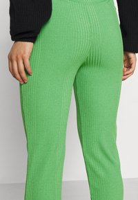 Gina Tricot Petite - ABBIE TROUSERS - Tygbyxor - kelly green - 5