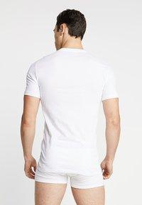 Lacoste - SLIM FIT TEE 3 PACK - Undershirt - weiss - 2
