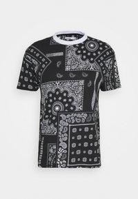 KELVIN  - Print T-shirt - black