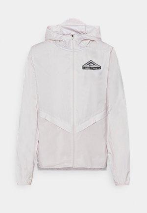 TRAIL - Vodotěsná bunda - light soft pink/smoke grey/black