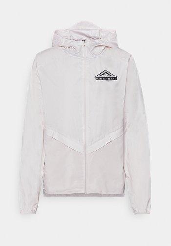 TRAIL - Chaqueta de deporte - light soft pink/smoke grey/black