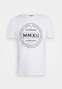 CLOSURE London - LOGO EMBLEM TEA - Print T-shirt - white - 4