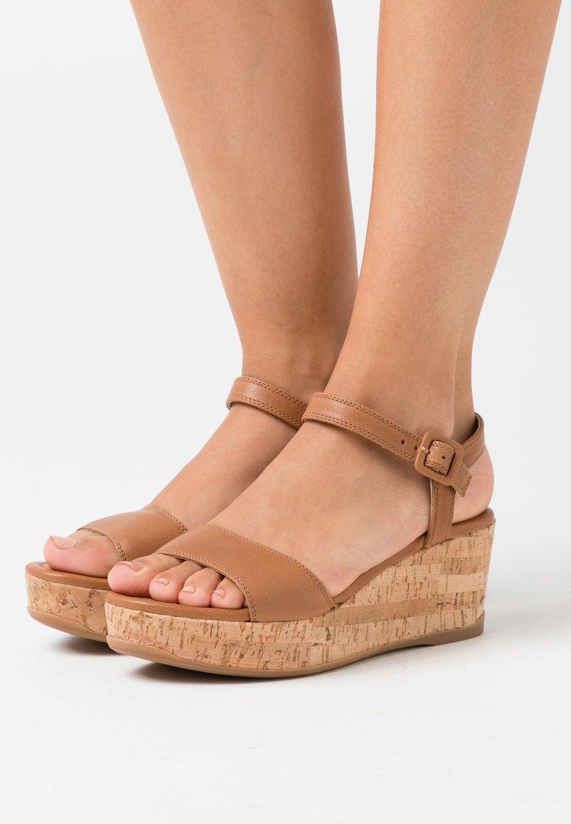 Unisa - KOME - Sandalias con plataforma - bisquit