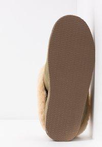 Shepherd - LENA - Slippers - olive/chestnut - 6