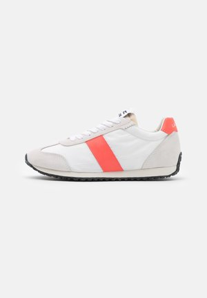 COURT PACE  - Baskets basses - offwhite/pink