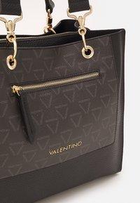 Valentino Bags - PATCH - Tote bag - nero - 3