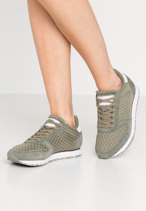 YDUN SUEDE MESH II - Sneakers laag - vertiver