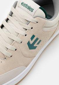 Etnies - MARANA - Skateschoenen - white/green - 5