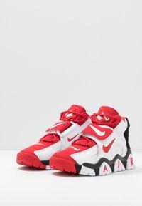 Nike Sportswear - AIR BARRAGE MID - Vysoké tenisky - white/university red/black - 2