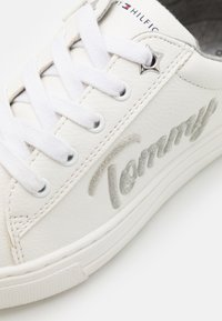 Tommy Hilfiger - Sneakers basse - white/silver - 5