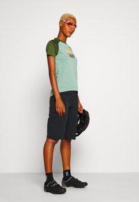 Zimtstern - SUNSETZ TEE - T-shirts med print - granite green/bronze green - 1