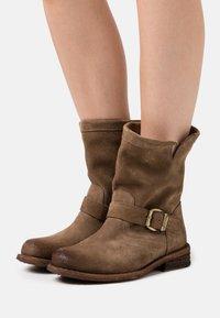 Felmini Wide Fit - GREDO - Cowboy/biker ankle boot - marvin stone - 0