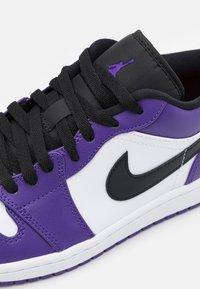 Jordan - Baskets basses - court purple/black/white/hot punch - 5