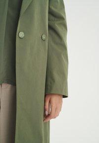 InWear - YUMA - Trenchcoat - beetle green - 3