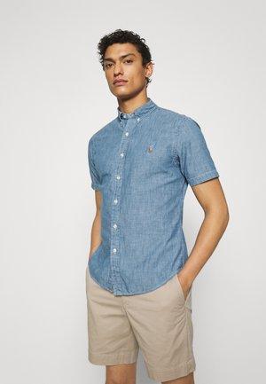 SLIM FIT CHAMBRAY SHIRT - Shirt - medium indigo