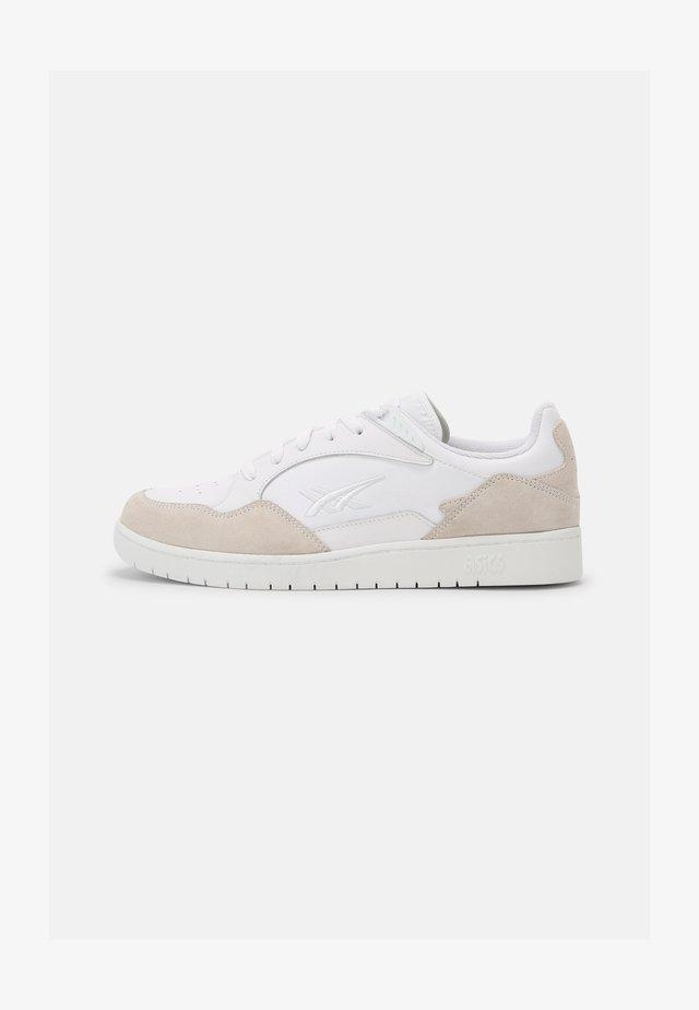 SKYCOURT UNISEX - Sneakers basse - white