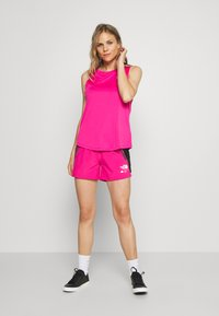 The North Face - WOMENS GLACIER - Outdoor shorts - mr. pink - 1