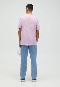 PULL&BEAR - Print T-shirt - dark purple - 2