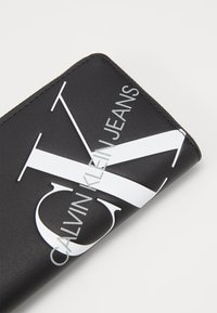 Calvin Klein Jeans - ZIP AROUND - Lommebok - black - 2
