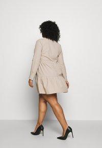 Missguided Plus - BUTTON THROUGH SMOCK DRESS - Robe d'été - nude - 2