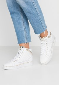 Guess - BRODEE - Sneaker high - white/gold - 0