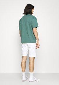 Tommy Jeans - SCANTON SLIM - Denim shorts - optic white - 2