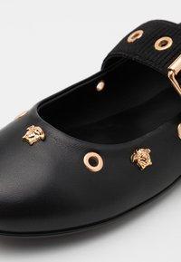 Versace - VELE MEDUSE - Sandalen - black/gold - 5