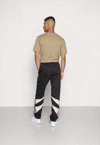 adidas Originals - SHARK PANTS - Pantaloni sportivi - black/grey one - 2