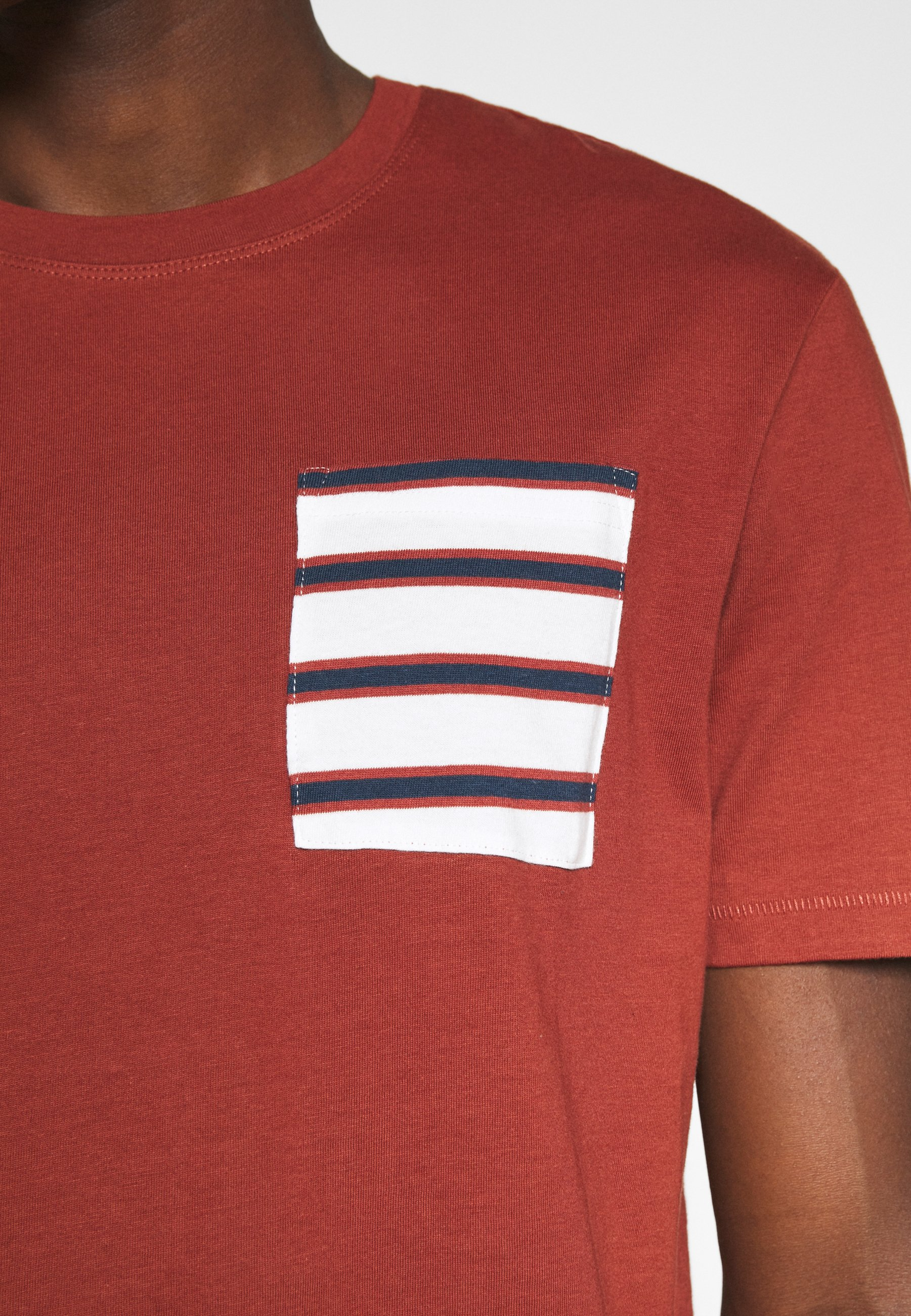 Only & Sons ONSMELTIN LIFE POCKET TEE - Print T-shirt - henna wXgc5